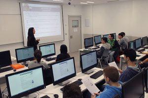 Liliana Valdes coordonne l'épreuve pilote avec les étudiants de l'UNEATLÁNTICO