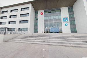 Le service Google Maps Business View permet de visiter les salles de classe, bureaux et laboratoires de l'institution académique à travers une promenade virtuelle