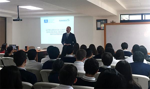 Ces derniers jours, Martin donne différentes conférences au Guatemala, au Honduras et au Salvador pour présenter le Master en Intervention psychologique dans le développement et l'éducation.
