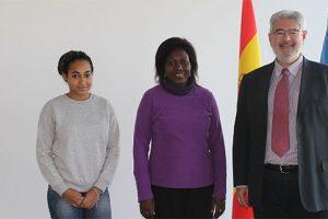 Priscillia Lois Mourou, Eugenie Eyeang y Roberto Ruiz hoy en UNEATLANTICO   Gabón
