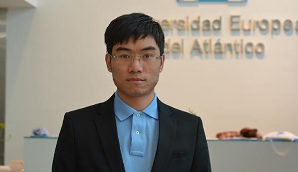Nous avons fait la connaissance de Xuehai Liu, le premier étudiant chinois à suivre un Bac+4/M1 à l'UNEATLÁNTICO.