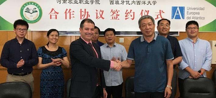 Le recteur, Rubén Calderón a présenté la méthodologie et le campus d'UNEATLÁNTICO dans diverses villes chinoises