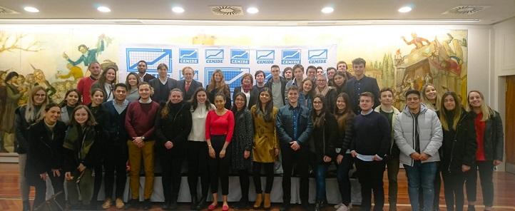 Plus de cinquante étudiants d'UNEATLANTICO ont assisté à la conférence de Ramón Tamames sur le brexit