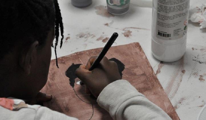 L'éducatrice sociale Yolanda Gourgel offre un atelier contre le racisme