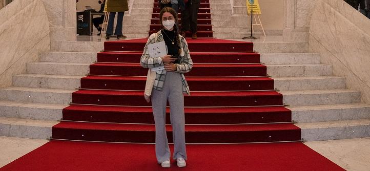 Une étudiante de Communication Jeune Jury lors du XVIIIe Festival de Cinéma et des Droits de l'homme de San Sebastián