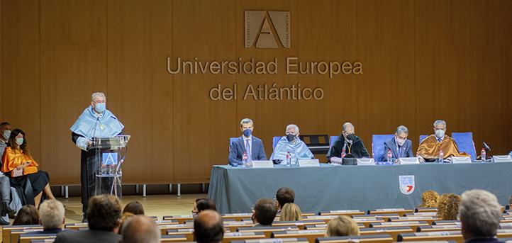 UNEATLANTICO organise la cérémonie d'ouverture de l'année académique 2021-2022 et récompense les meilleurs